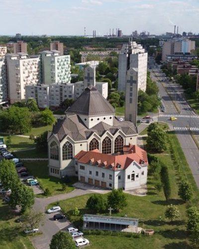 Hétköznapi szentmisék Dunaújvárosban