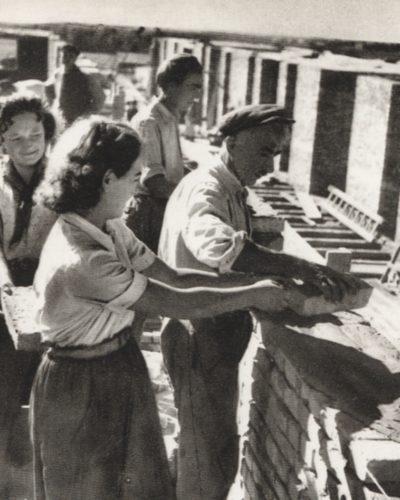 Sztálinvárosi lányok