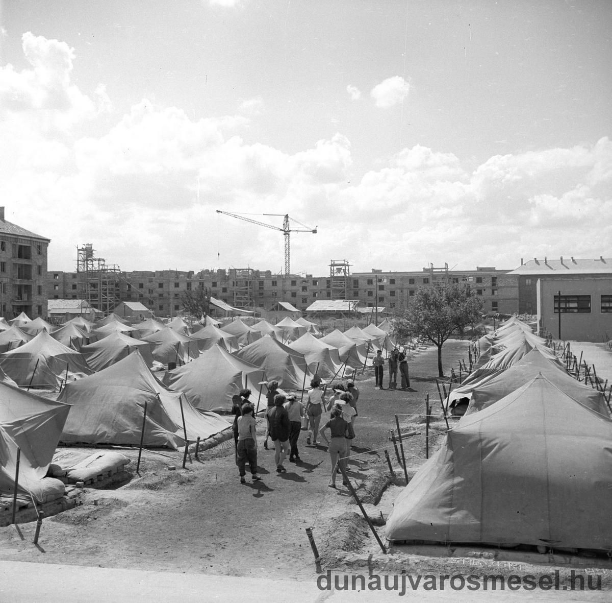 A sztálinvárosi DISZ-táborok története