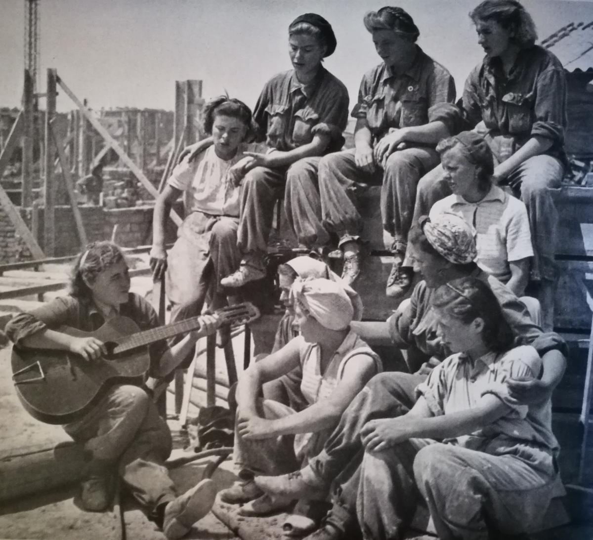 Hogyan tölti szabadidejét Sztálinváros ifjúsága?