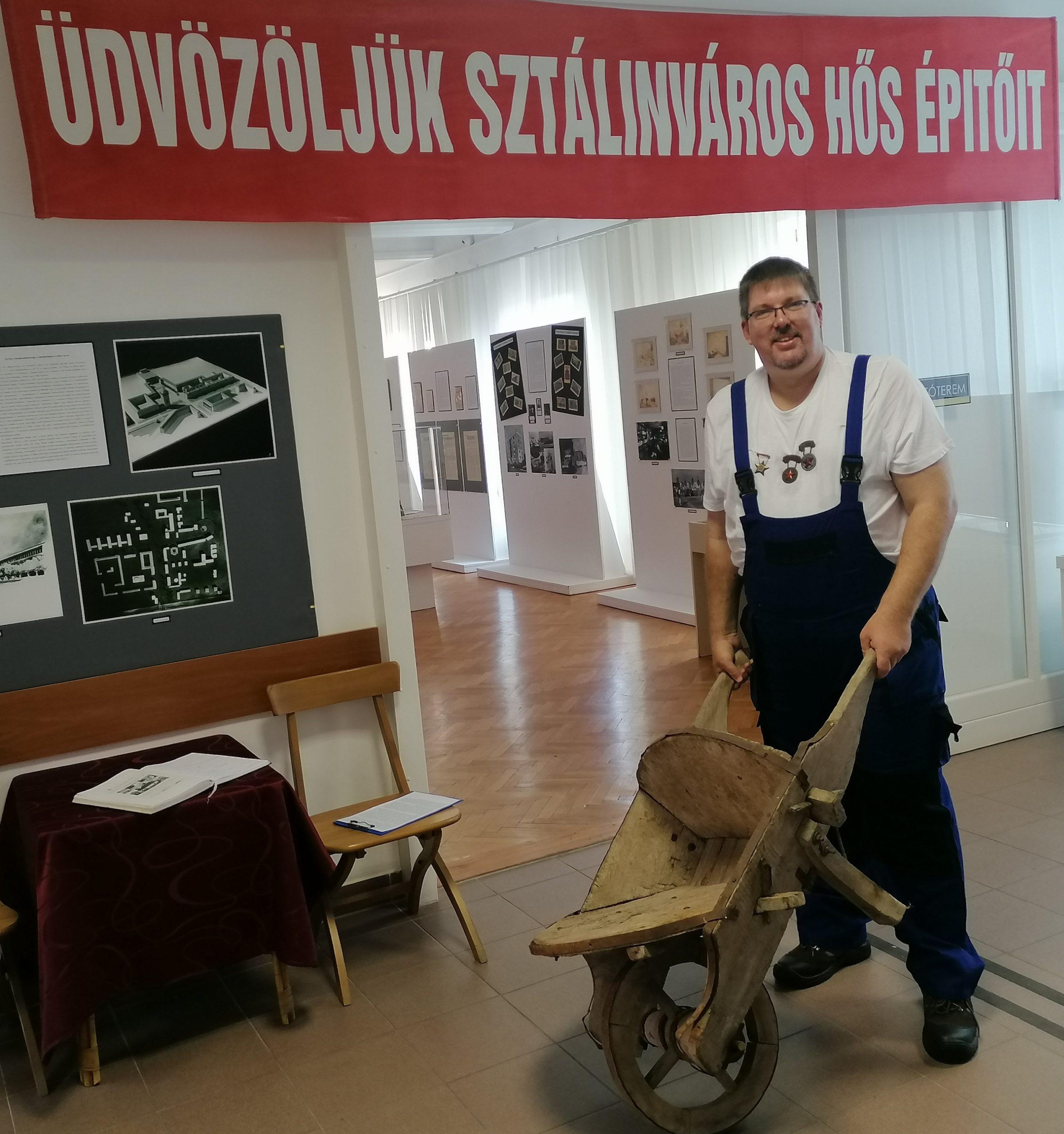 Üdvözöljük Sztálinváros hős építőit!