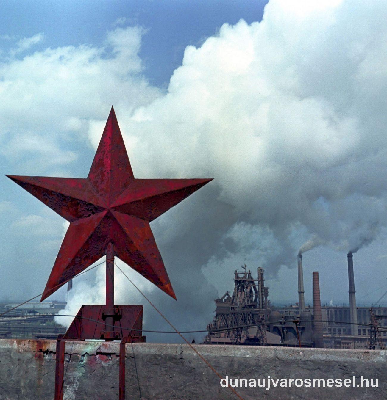 Sztálinvárosi fiatalok