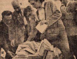 Írókongresszus résztvevői Dunapentelén
